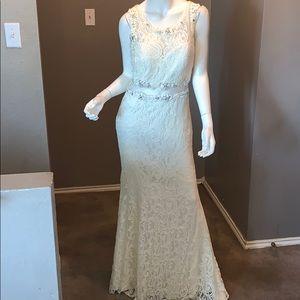 White beautiful dress 😍❤️